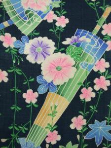 枝垂れ桜に蛇の目傘
